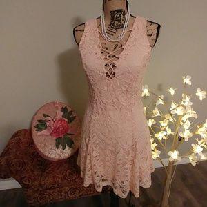 Beautiful pink lace dress 👗 Like New!!